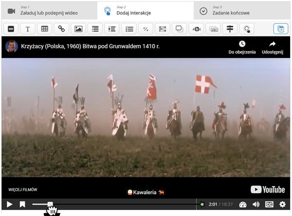 kadr z filmu Krzyżacy, w którym pojawiają jadący na koniach mężczyźni trzymający w dłoniach chorągwie